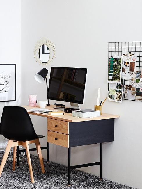 Pinnwand selber machen aus Gitter in Arbeitsszimmer mit Schreibtisch, schwrzen Stuhl und PC