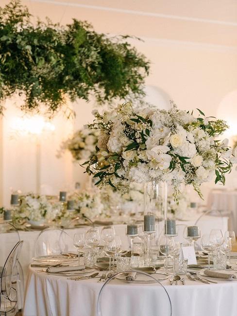Tischdeko Hochzeit Centerpiece Blumen Vasen Kerzen