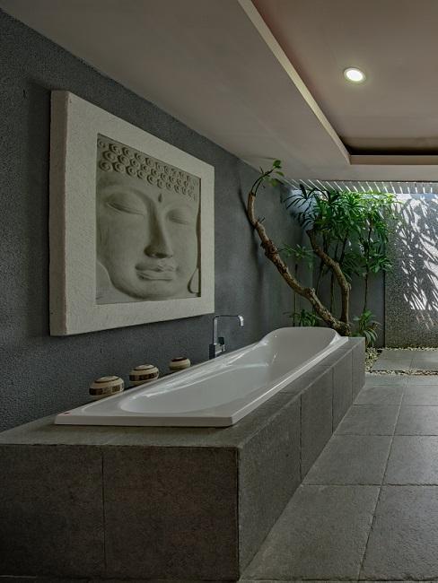 Designer Badezimmer mit Buddha und Badewanne aus Stein