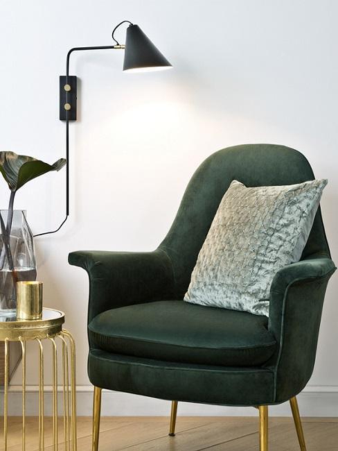 Grüner Sessel im Retro Stil mit Kissen
