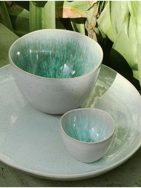 Nahaufnahme von handgemachtem Keramik Geschirr