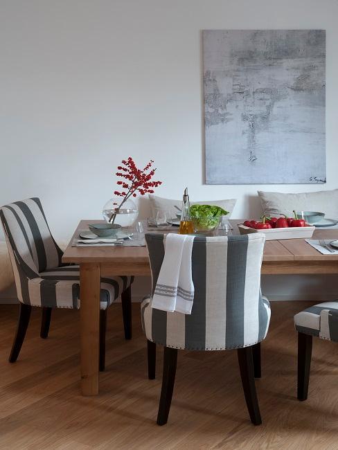 Wohnzimmer Landhausstil Essbereich Tisch Stühle Holz