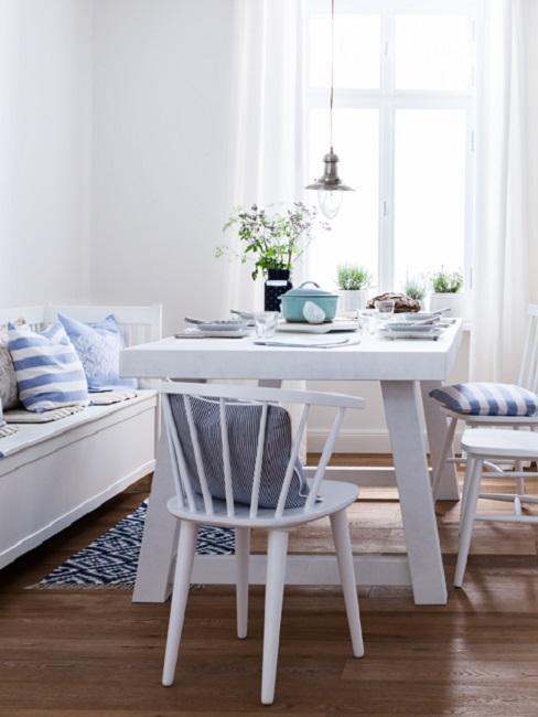 Landhausstil Esszimmer in Weiß und Blau