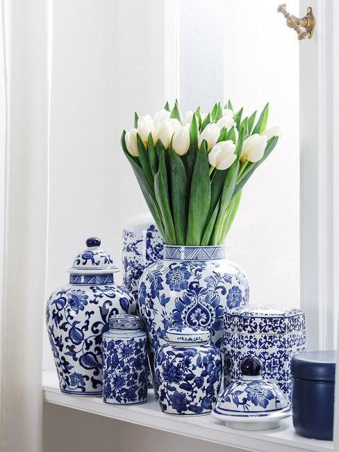 Tulpen in Deckelvasen