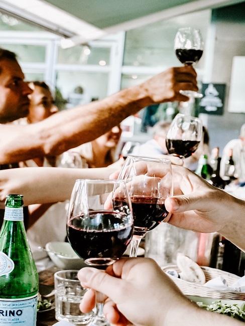Weinverkostung mit Rotwein
