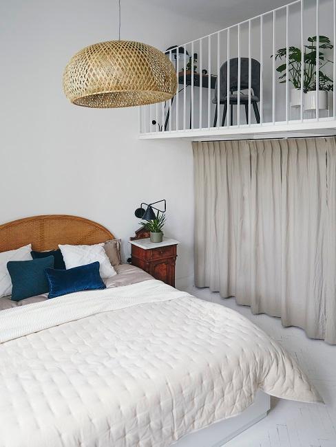 Schlafzimmer maritim mit Bastlampen