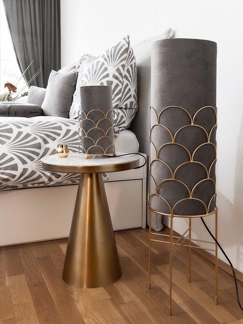 Romantisches Schlafzimmer mit Samtlampen