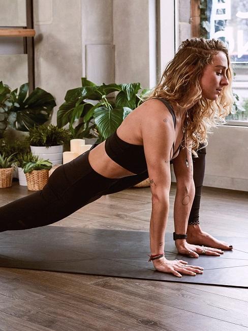 Yoga für Zuhause Frau Dehnen