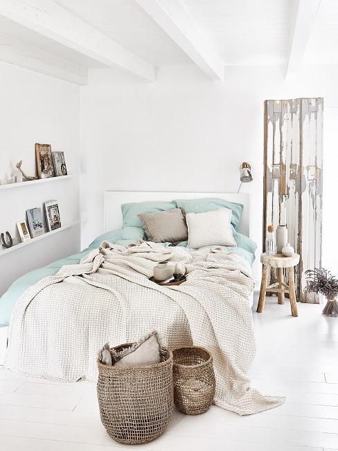 Schönes Schlafzimmer in Weiß