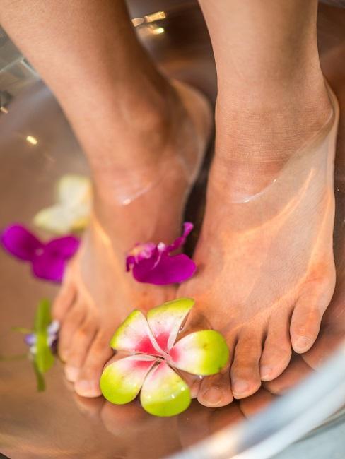 Beauty Tag Füße Fußbad Blüten