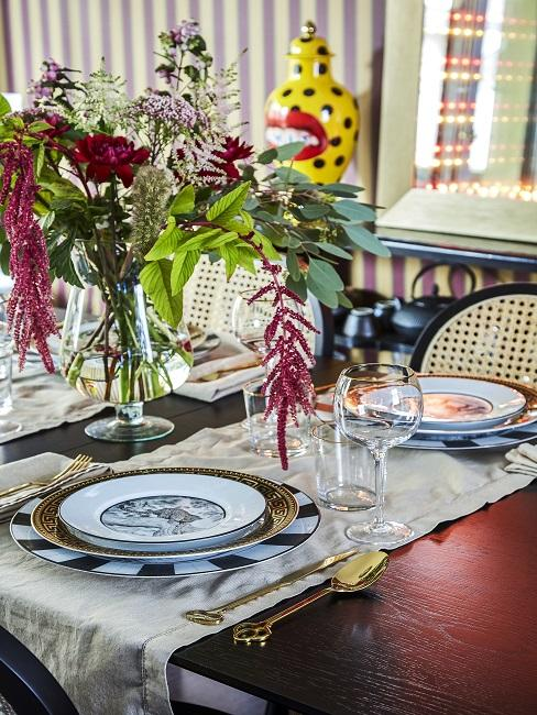 Elegante Tischdeko mit Gold Akzenten