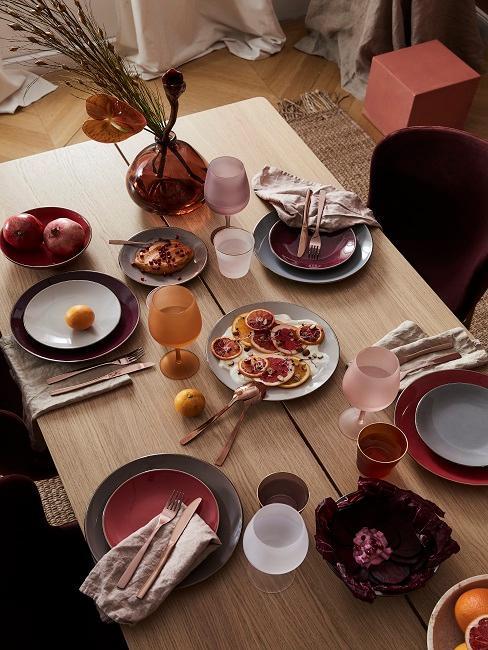 Mediterrane Tischdeko in Rot und Orange