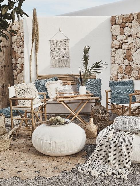 Klappbare Outdoor-Möbel aus Bambus mit Sitzpouf, Decken, Kissen und Teppich