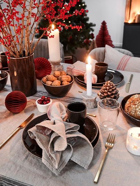 Tischdeko Weihnachten Kerzen Nüsse Zweige