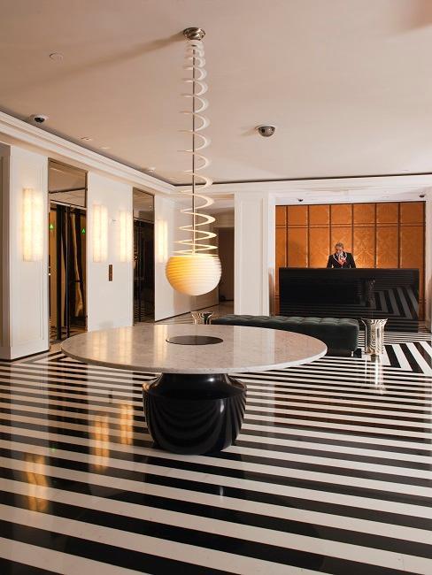 THE MARK Hotel Lobby Tisch Rezeption