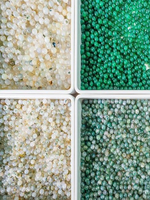 Perlen als Deko für das Basteln der Schiultüte