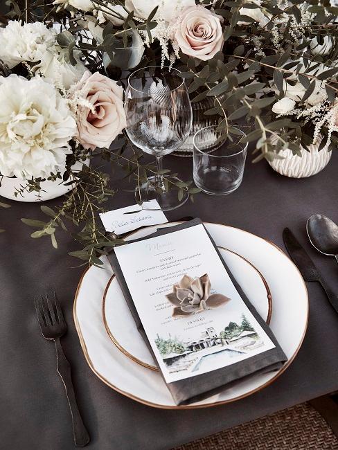 Blumen Tischdeko Schwarz-Weiß Hochzeit Rosen