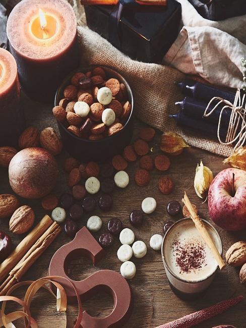 Herbstdeko zum Basteln auf dem Tisch