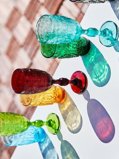Tischdeko Sommer bunt Gläser
