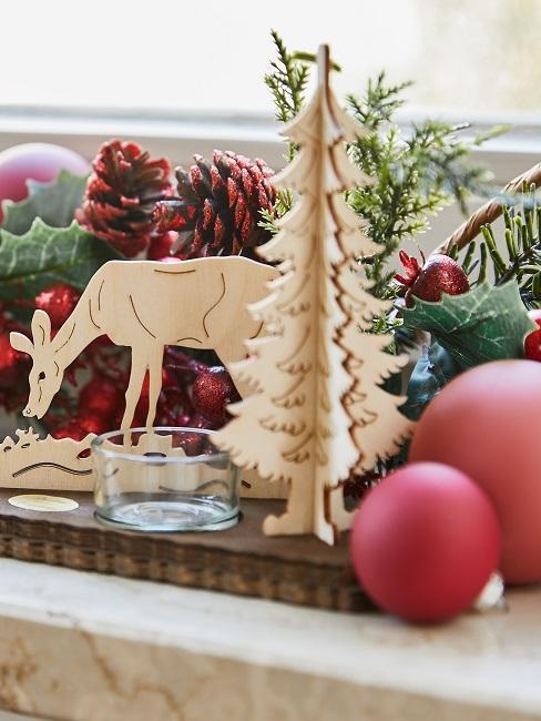 Klassische Adventsdeko mit Holz