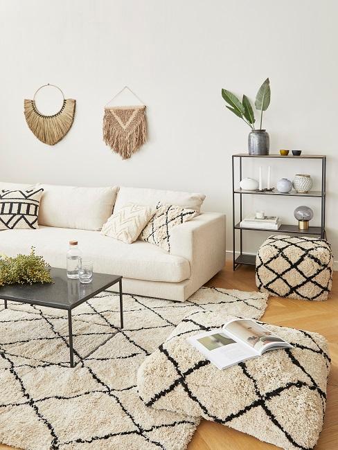 Kleiner Raum mit weißer Wand