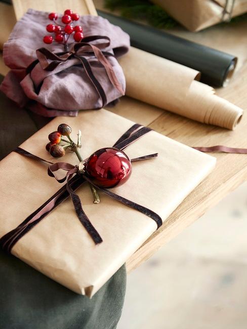 Weihnachtsgeschenk mit Anhänger