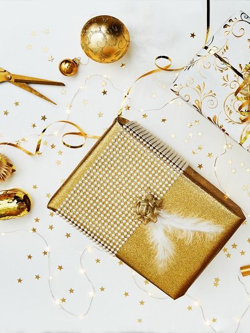 Geschenkverpackungen in Gold