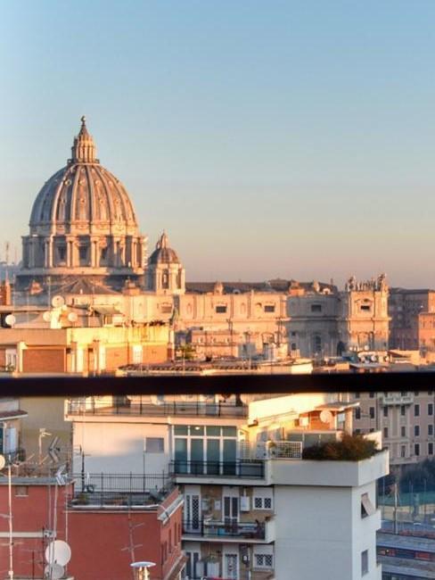 Fensterausblick morgens in Rom