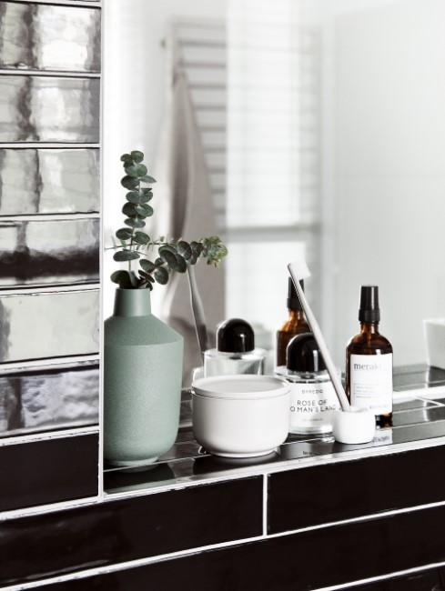 Elektrische Zahnbürste reinigen auf Ablage