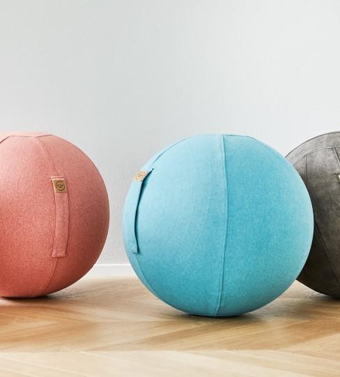 Sitzbälle in drei verschiedenen Farben