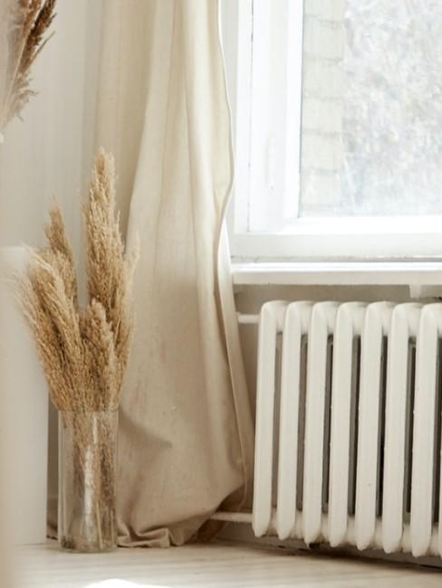 Heizkörper unter dem Fenster