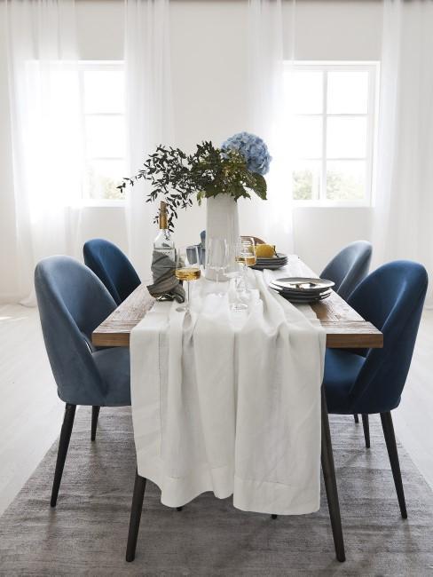 Weiße Tischdecke reinigen