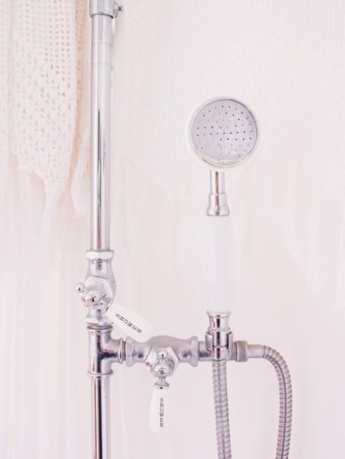 Duschkopf in Dusche