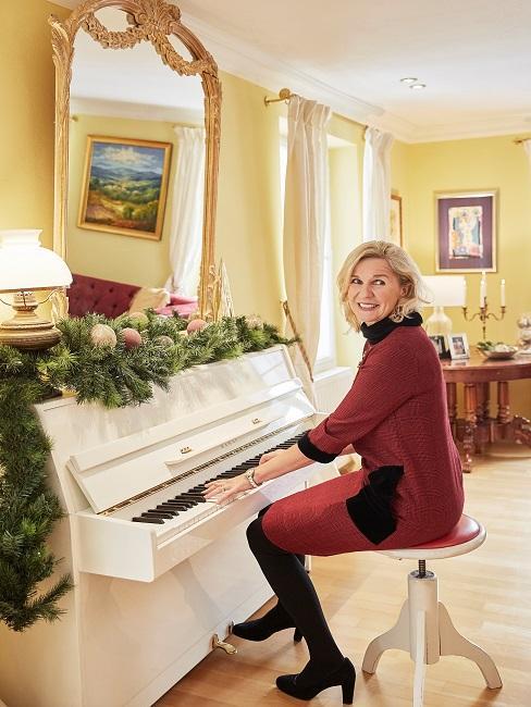 Hera Lind Wohnzimmer Klavier