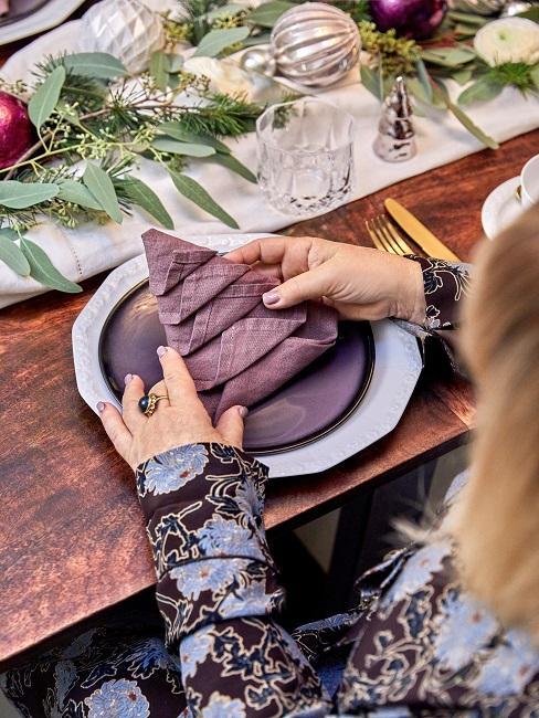 Patricia Riekel Weihnachtsbaum Servietten falten