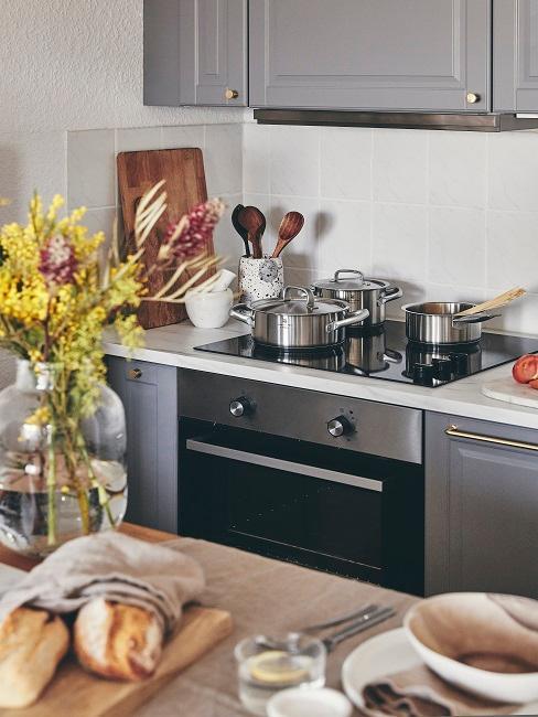 Kleine Küche mit Herdecke