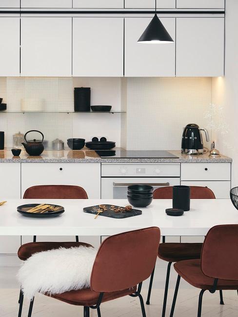 Kleine Küche mit Sitzecke