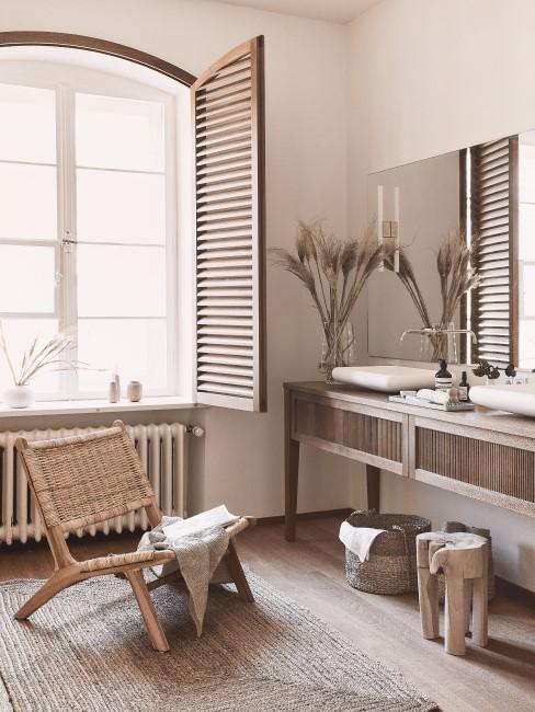 Helles Badezimmer mit Naturmaterialien