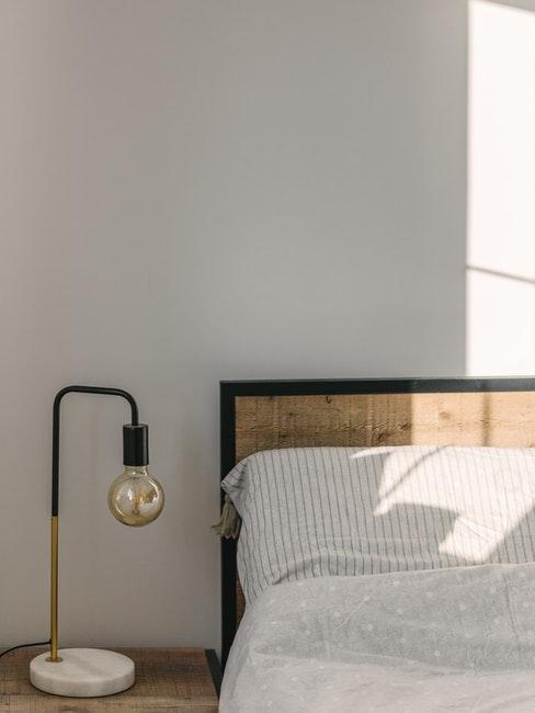 Bettteil besteht aus Holz