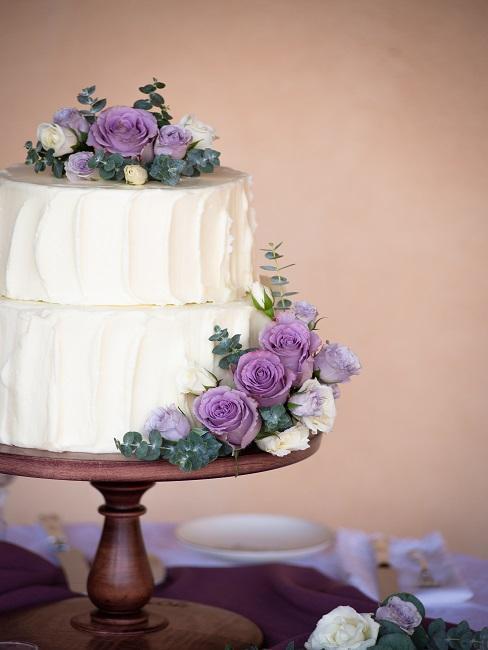 Torte mit Deko Blumen