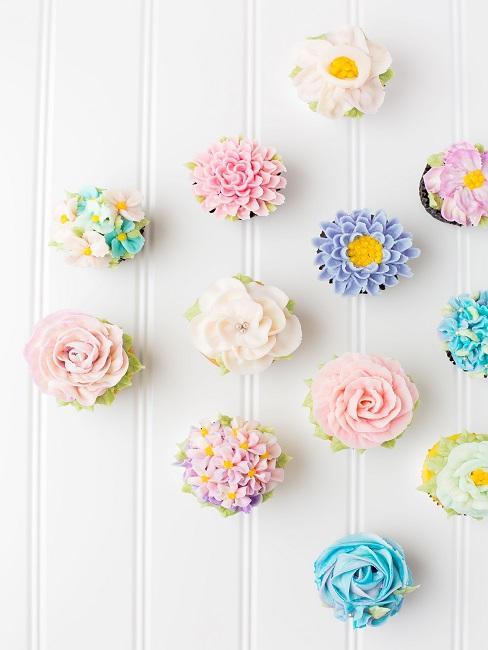 Cupcakes mit Verzierungen