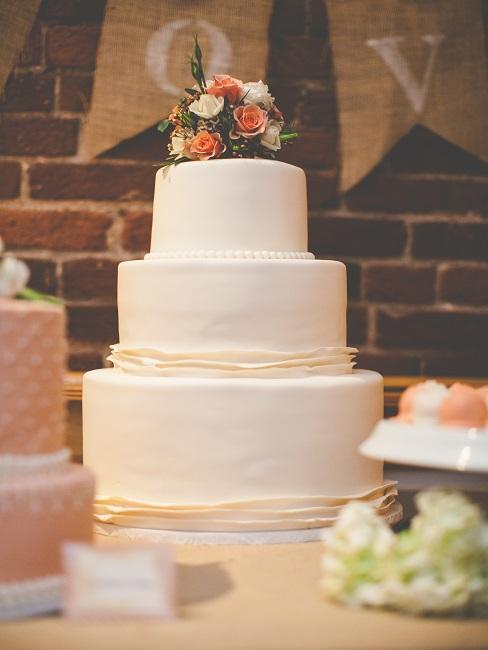 Torte mit Blüten