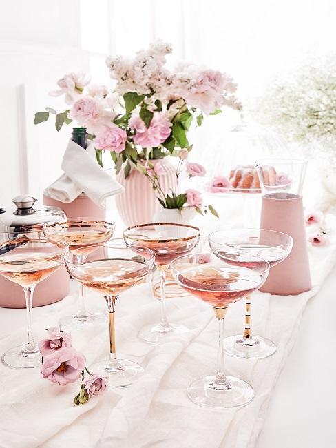 Drinks in Champagnerschalen
