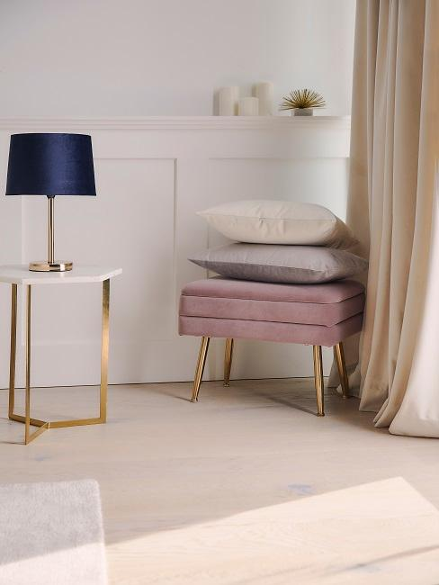 Wohnzimmer in hellen Farbtönen