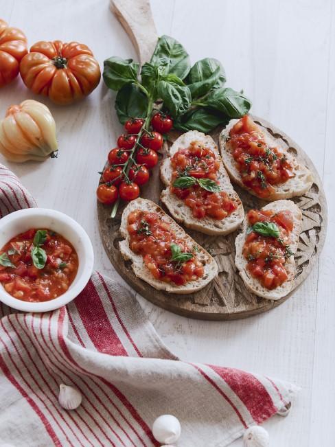 Bruschetta zu selbstgebackenem Brot