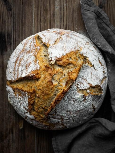 Einfaches Brot mit Hefe selber machen zuhause