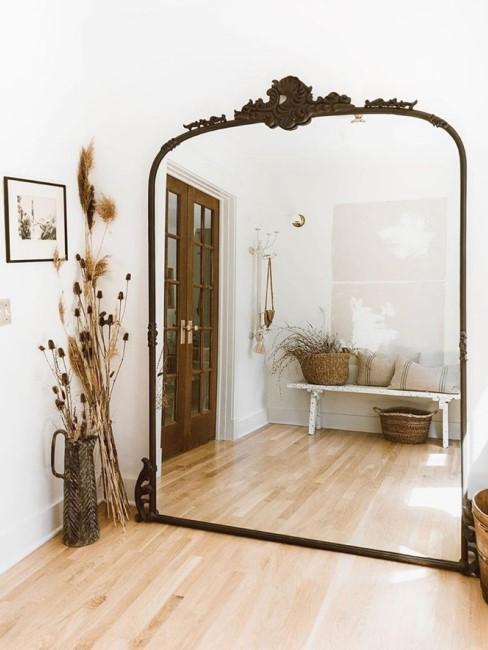 Großer Barockspiegel in dunkler Farbe
