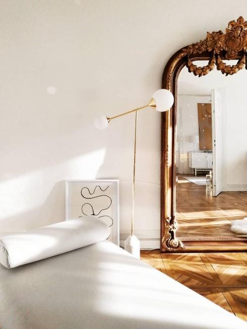 Ein Ganzkörperspiegel im Barock-Style