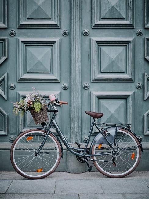 Blumen im Fahrradkorb