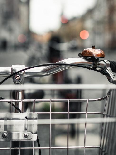 Beim Fahrrad reinigen auch Klingel und Verkehrssicherheit checken